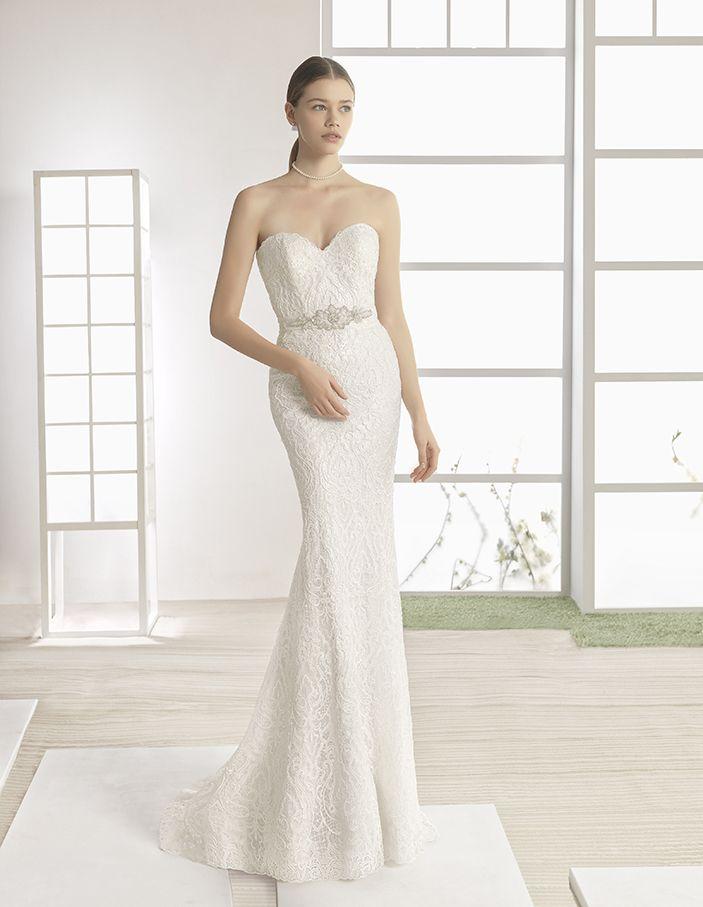 Weber - Lace mermaid-style dress with sweetheart neckline and beaded belt at waist, in natural.