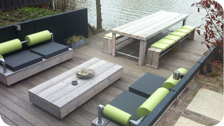 Hippe lounge set van steigerhout voor in de tuin