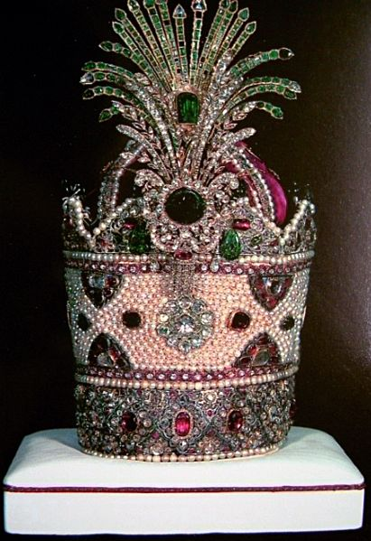 Kiani Crown, 1800 pearls, 300 emeralds and 1800 rubies, used in coronations from 1796 to 1925, Imperial Crown Jewels of Iran
