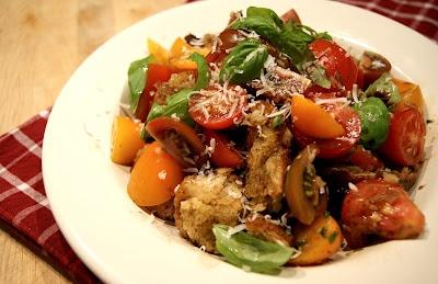 Toskańska sałatka z chleba i pomidorów | Kulinarne Inspiracje