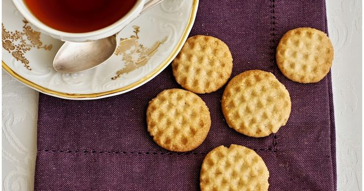 Po víkendovém úspěchu s koka sušenkami jsem zkoušela hledat recept na esíčka, protože ty světlé máme v rodině nejraději:o) Na internetu se n...