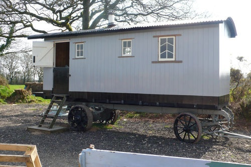 1000 images about living vans roulottes showman 39 s shepherd 39 s huts on pinterest gypsy - The mobile shepherds wagon ...