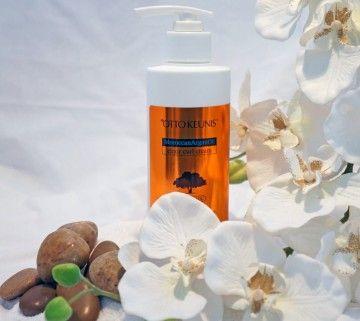 MoroccanArganOil elixir krul crème activeert krullen met deze fluweelzachte crème. De crème scheidt en verzacht het golvende haar van alle texturen. Behandel uw krullen en bestrijd het kroezen! De gewichtsloze arganolie crème beschermt haarvezel, herleeft haar elasticiteit en gezondheid. Geeft krullen haar natuurlijke bounce terug zonder te plakken.   Hoe te gebruiken:Gebruik door handdoekdroog- of drooghaar. Masser door de krullen voor optimale glans. Aan de Lucht drogen of te drogen met…