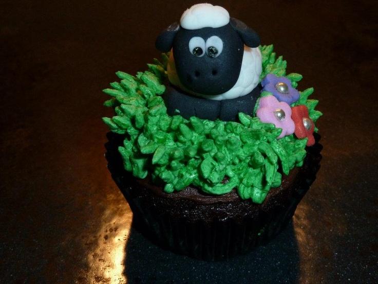 Shaun the Sheep Cupcake Topper