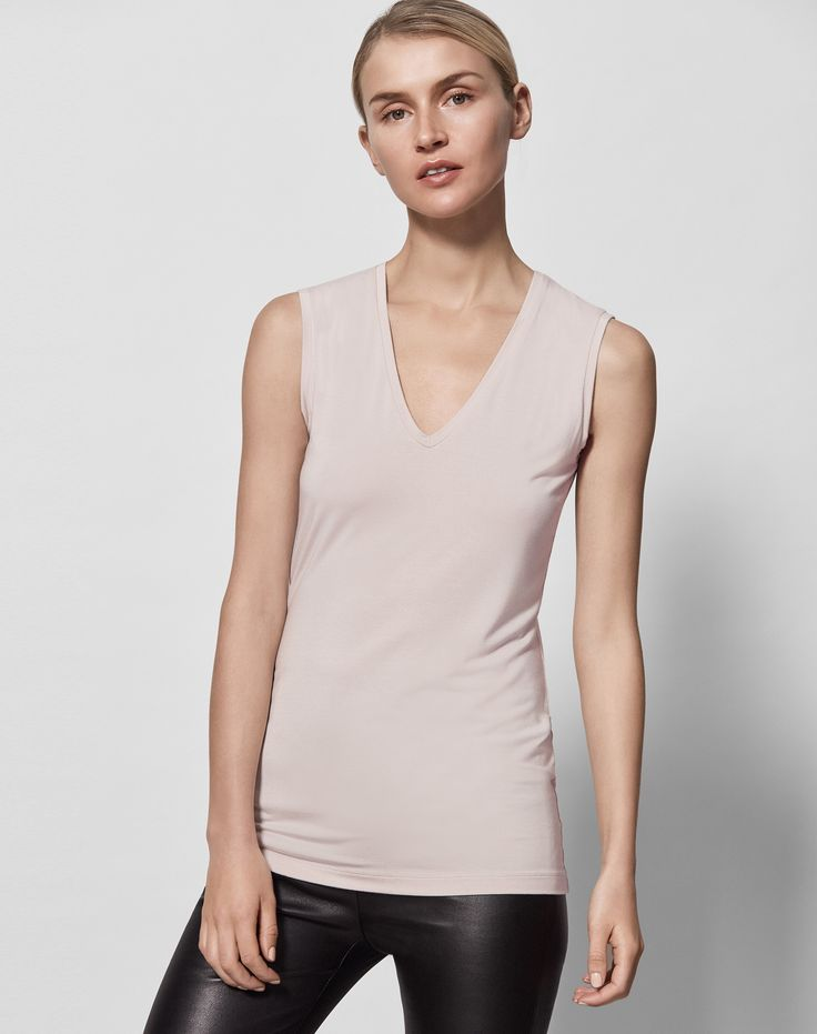 Super-soft and super useful, this genius top will prevent unwanted transparency and hide bra straps. The perfect partner for your see through tops and dresses!
