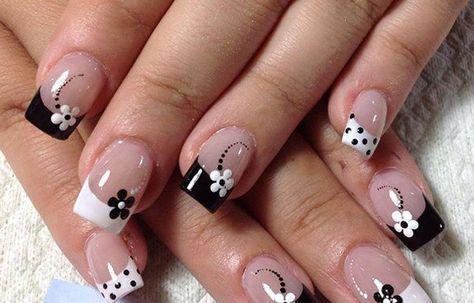 Uñas decoradas con flores, uñas con flores blanco y negro. #decoraciondeuñas #colornailart #uñasconcolores