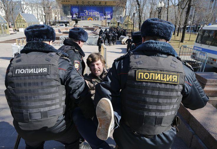 Mass anti-corruption protests in Russia. Almost zero media coverage both in English and Russian.