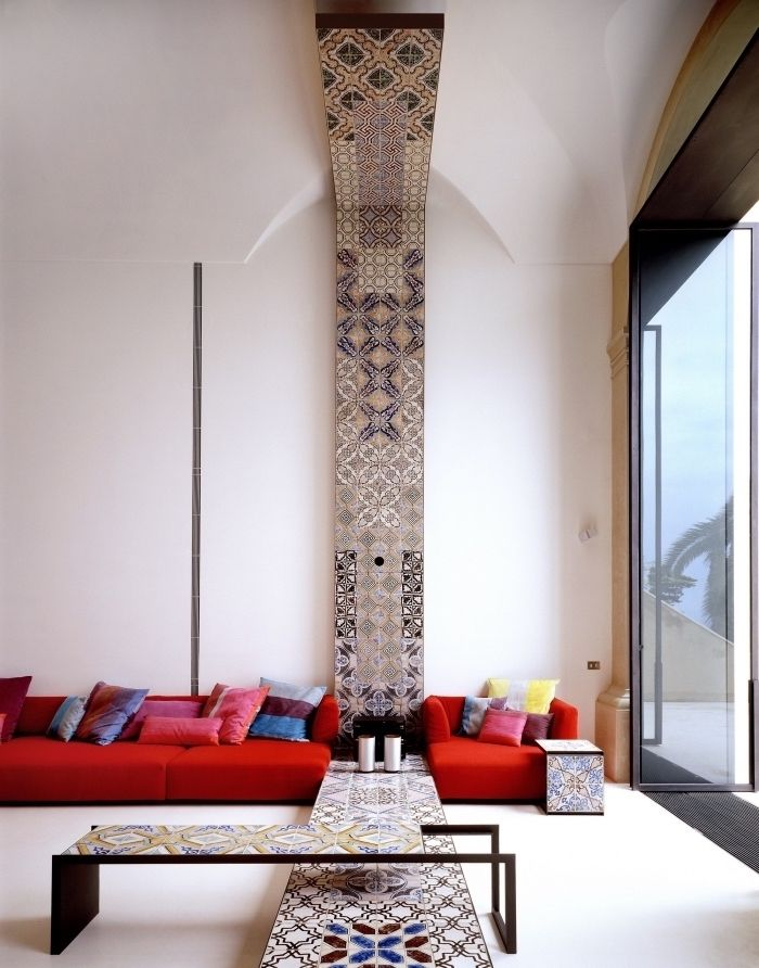 Wunderbar Moderne Tapeten Wohnzimmer Mit Italienischen Fliesen Ersetzen, Elegantes  Design Zimmergestaltung, Rotes Sofa