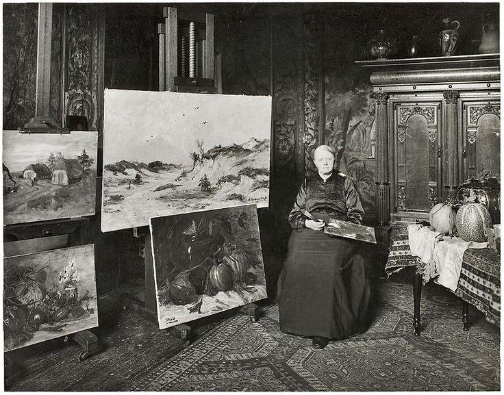 Schilderes Sientje Mesdag-van Houten in haar atelier, gefotografeerd door Sigmund Löw in 1903
