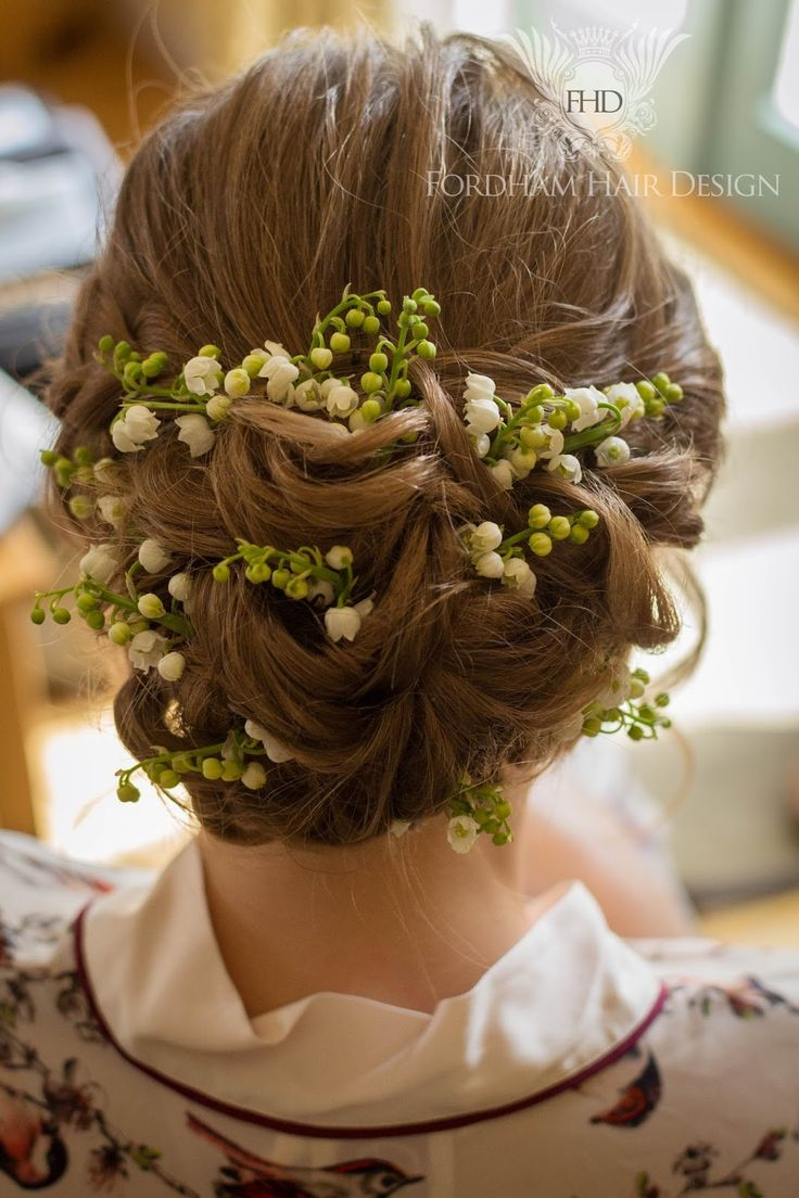 Wedding hair accessories gloucestershire - Kingscote Barn Wedding Soft Bridal Hair Updo With Fresh Flowers