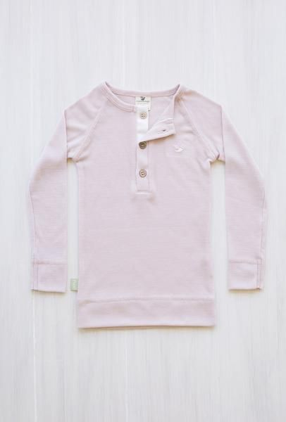 organic merino rib top junior - Dusty Rose. The 2-5 year olds can enjoy the soft rib top as an inner layer during sports or just a lazy day on the couch. Merino will keep them dry and warm.