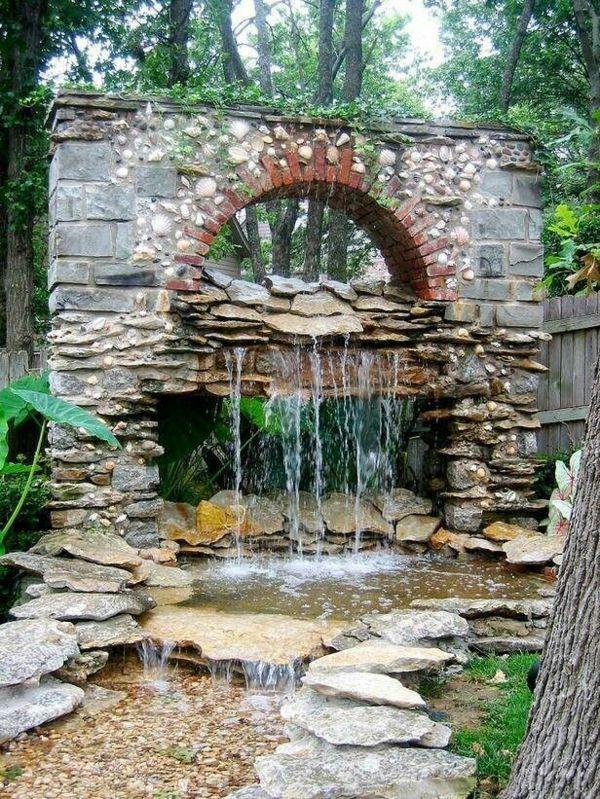 Wasserspiele, Springbrunnen, Gartenteiche, Wassergarten, Schöner Garten,  Steine, Wasserlauf, Schwimmteich, Garten Gestalten
