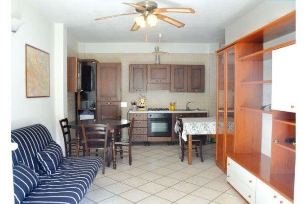 Vendita appartamento a Riccione, piano terra nel cuore di viale ceccarini pedonale, due camere, giardino e posto auto