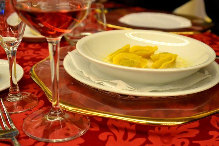 """#Tortello di #castagne con #crema di #pecorino e riduzione di #birra   (opera del Prof. Ermanno Di Paolo, ed è un dovere aggiungere che la foto non rende onore al piatto, a dir poco squisito...)  Cena annuale dell'Ass. """"Custode della Tradizione"""" 2014   #Lanciano #ristorante #aivecchisapori #Abruzzo #VillaSantaMaria"""