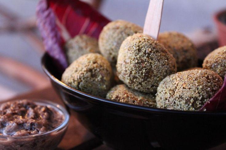 Le polpette in versione vegetariana sono a base di legumi, cremose e corpose, gratificanti.Superata la fase dell'ammollo, la ricetta è...