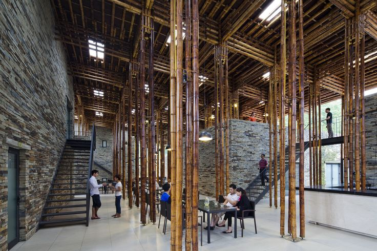 Amazing bamboo and stone blend in a top notch restaurant near Hanoi, Vietnam 🇻🇳, makes any event special! Envisioned as an indoor forest 🌳, the roof is supported by 96 bamboo columns 😳 making it one of the most impressive wood designed buildings.🔝