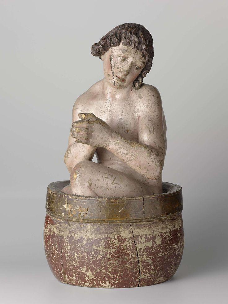 Anonymous | Saint Vitus, Anonymous, c. 1500 | De heilige Vitus zit gehurkt in de ketel met het bovenlijf iets gedraaid en de handen in biddende houding. Hij houdt het hoofd schuin opzij in de richting van de linkerschouder, de blik is naar beneden gericht en het gezicht vertoont een gelaten uitdrukking. De linkerknie steekt boven de ketel uit, die een bolle wand met opstaande rand heeft. In de handen van de heilige, en in de rand van de ketel, bevinden zich respectievelijk één en twee gaten.