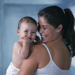 El ajuste de audífonos o implantación coclear tempranos en bebés con pérdida auditiva tiene un efecto positivo en su futuro aprendizaje y desarrollo.