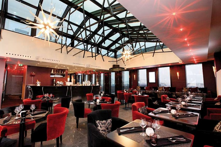 """Le Vertigo"" : Through the Vertigo restaurant-lounge-sky bar project, situated in the heart of the ""quartier de la création"" in l'Ile de Nantes and Machines de l'Ile, the Ren Restauration group aims to appeal to all customer senses while taking them on a fine gastronomic journey."