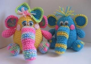 Hobotyashi-colored elephants