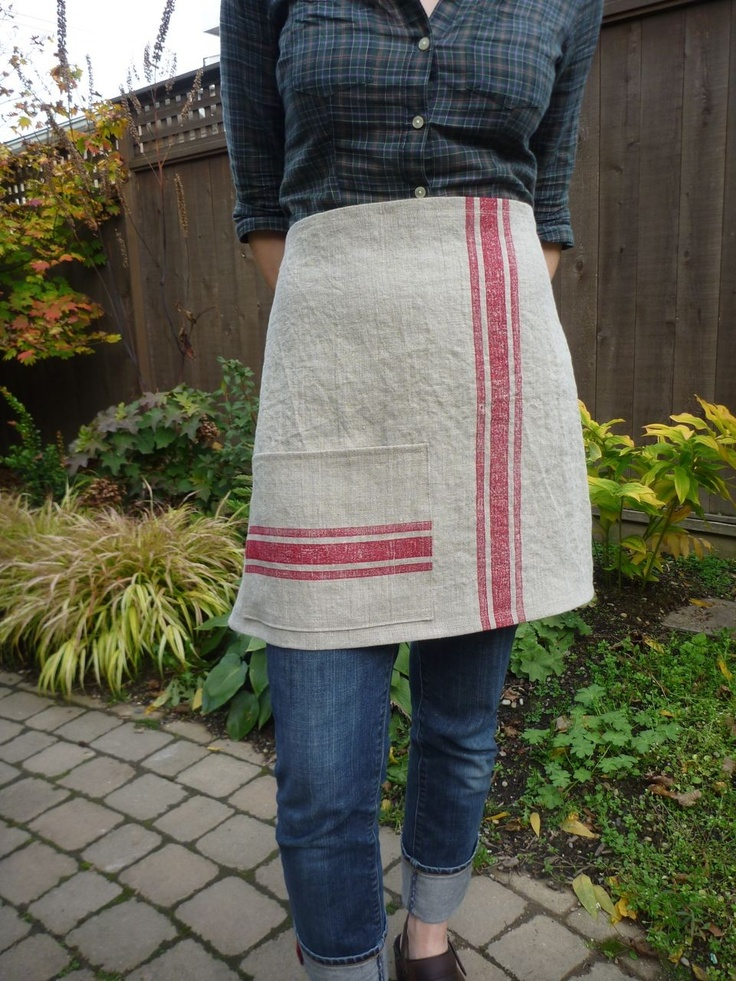 I have a linen apron similar to this one, I may have to alter mine.