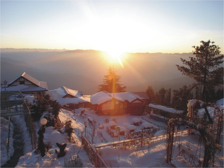 Snow King Retreat Shimla (Kufri ) offer online booking service with attractive rates and discounts.Snow King Retreat is perfect getaway for the discerning adventurer offering a magical and unforgettable experience in the mountains. #Hotel #kufri #SKR #SnowKingRetreat #snow