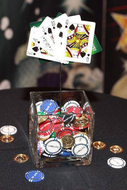 Les couleurs de votre décor Le risque lorsque l'on se lance dans une décoration de fête sur le thème des casinos, c'est de tomber dans le too much,à cause de l'accumulation de couleurs foncées comme le rouge, le noir ou le vert. C'est une erreur relativement courante, mais facilement surmontable si vous misez plutôt sur les petites touches co