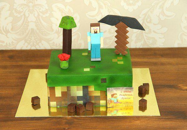 """Детский торт """"Игра """"Minecraft""""  Необычный тортик, созданный по мотивам игры #Minecraft, порадует преданных фанатов и тех, кто любит проводить свободное время в сети. #ТортМайнкрафт полностью повторяет визуальное отображение мира из виртуальной игры – герои будто сделаны из кубиков. Они стоят на ярко-зеленой лужайке, точно вы перенеслись из реального мира в игровой. Главное украшение сладкого стола, выполненное в стиле любимой компьютерной игры вашего ребенка, мужа, друга, коллеги, – отличная…"""