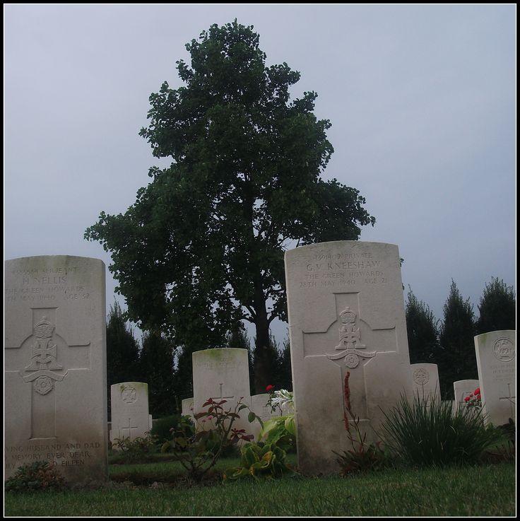 Bus House Cemetery, Voormezele (Belgium)
