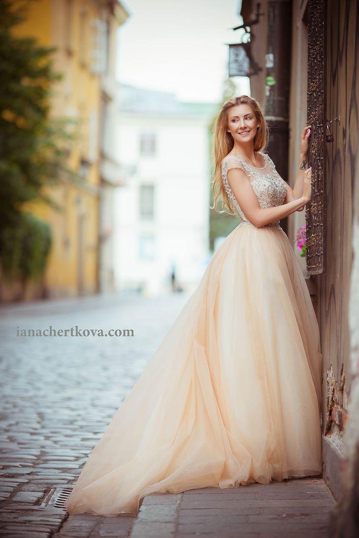 Сказочная фотосессия, фотосессия девушки пленер, женский портрет на улице, лето, выпускное платье, невеста, свадебная фотосессия, европа, старый город, Варшава