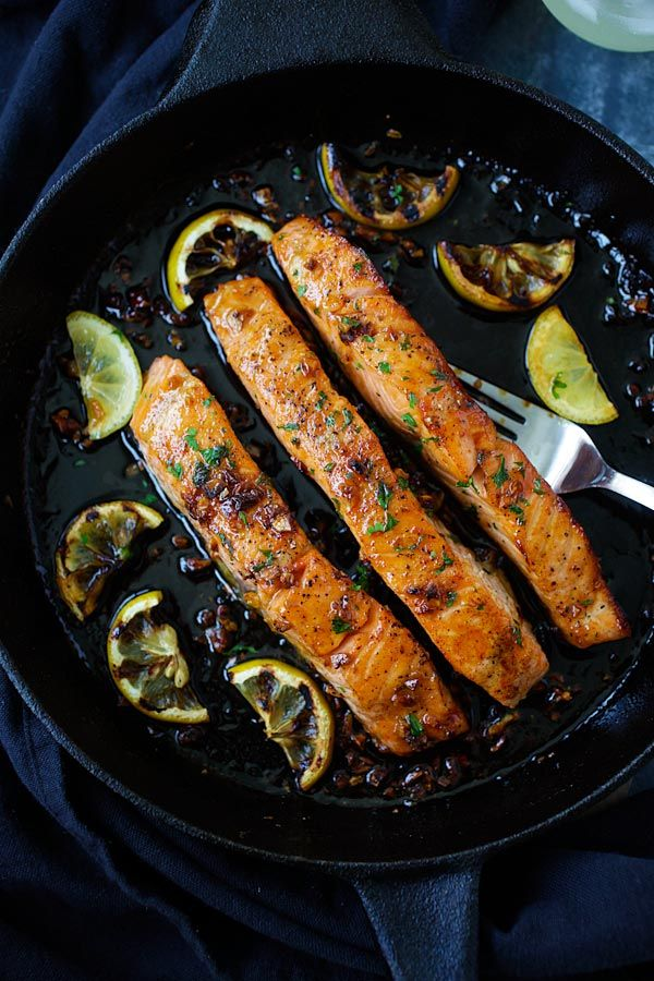 Honey Garlic Salmon - garlicky, sweet and sticky salmon with simple ingredients. Takes 20 mins, so good and great for tonight's dinner @rasamalaysia