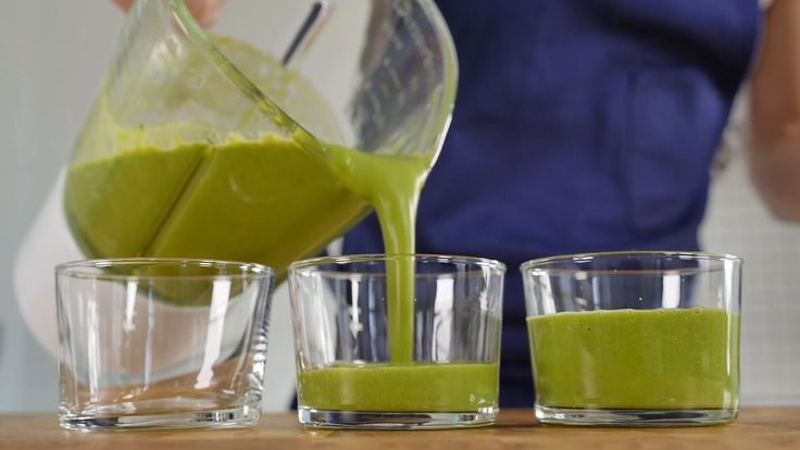 Green smoothie with avocado, ginger & spinach leaves
