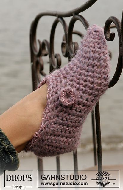 Ravelry: 0-407 Crochet slippers in Eskimo pattern by DROPS design