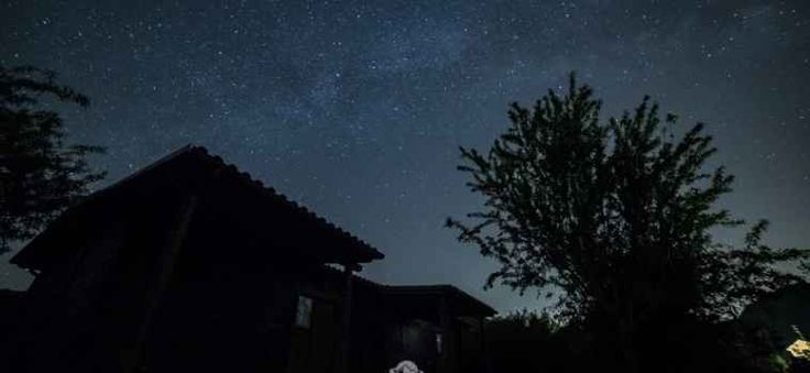 Dove guardare le stelle a pochi passi da Roma Riuscire ancora ad emozionarsi ammirando le stelle e la Via Lattea è possibile, anche a pochi passi da Roma. #astronomia #stelle #vialattea