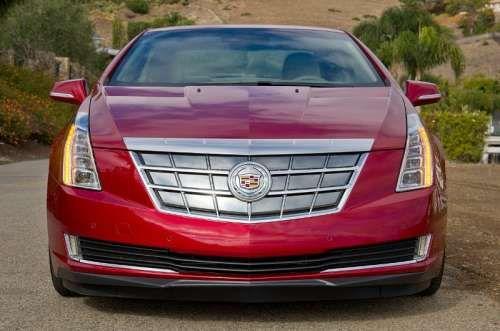 В США не хотят продавать гибридный Cadillac ELR. Компания Cadillac создала первый в своей истории гибридный автомобиль ELR. Однако уже на этапе продаж у новинки возникли проблемы. В США есть 940 дилеров, занимающихся реализацией автомобилей Cadillac. Однако 410 из них заявили, что