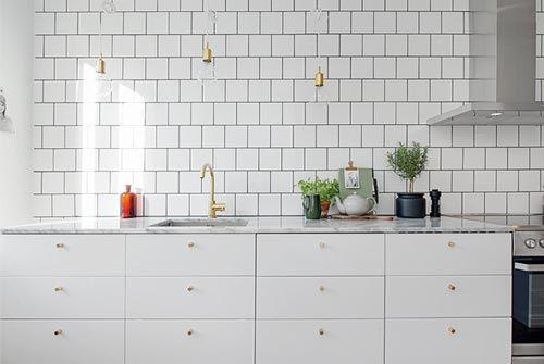 Witte keuken met marmeren keukenblad | Interieur inrichting