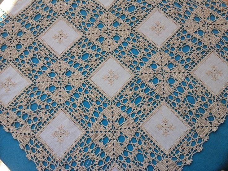 A Cor da Lã: Toalha de Linho e Croché