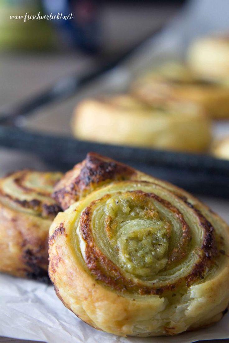 Frisch Verliebt: Blätterteig-Schnecken gefüllt mit Pesto und Parmesan als perfekter Snack für eure nächste Party