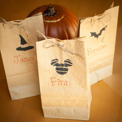 From spooky bats to witchy hats, jazz up your kid's Halloween treat bags with these adorable printable designs. #disney #halloween #trickortreat