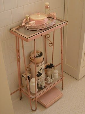 Is that an aquarium stand ? Amazing. perfect for my bathroom !