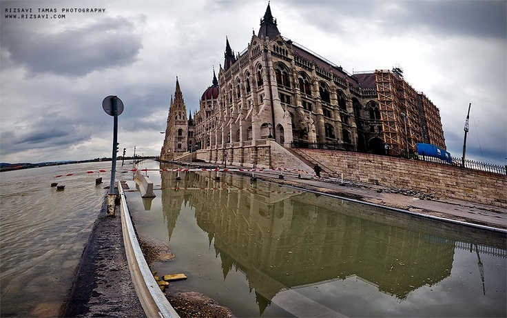 Budapest | Flood 2013. Photostream  credit: Rizsavi's Photo Blog. Follow on Fb https://www.facebook.com/BudapestPocketGuide & on Google+ @ https://plus.google.com/u/0/b/115990222400409382986/115990222400409382986/posts #budapest #flood