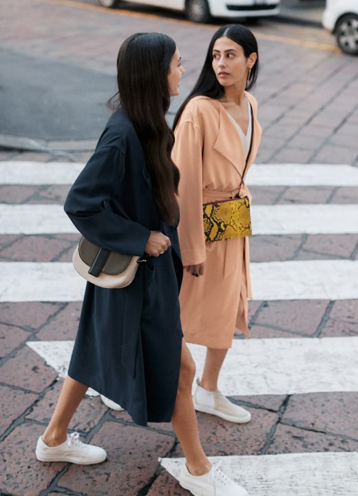 & Other Stories | Street style icons Gilda Ambrosio and Diletta Bonaiuti share their best style secrets in a styling story of spring coats and sneakers.