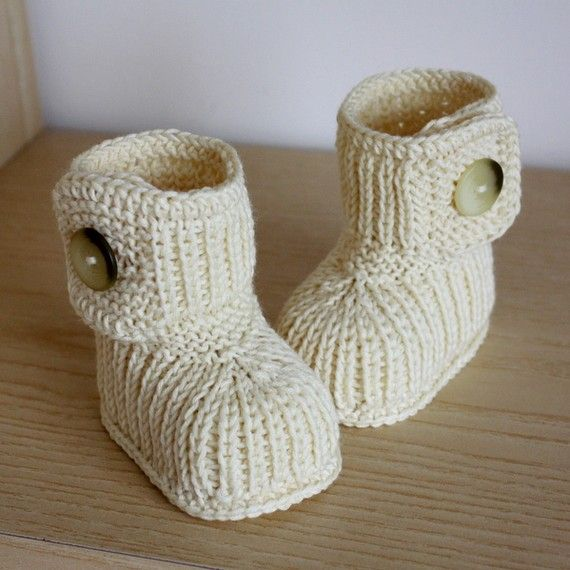 INSTANT DOWNLOAD - Knitting Pattern (PDF file) Winter Baby Boots (0-6/6-12 months)