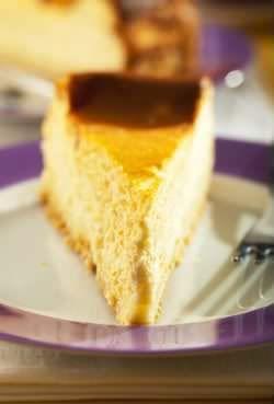 Receita de Bolo de Queijo Minas. Queijo é um ingrediente extremamente versátil e neste bolo você irá gostar ainda mais.