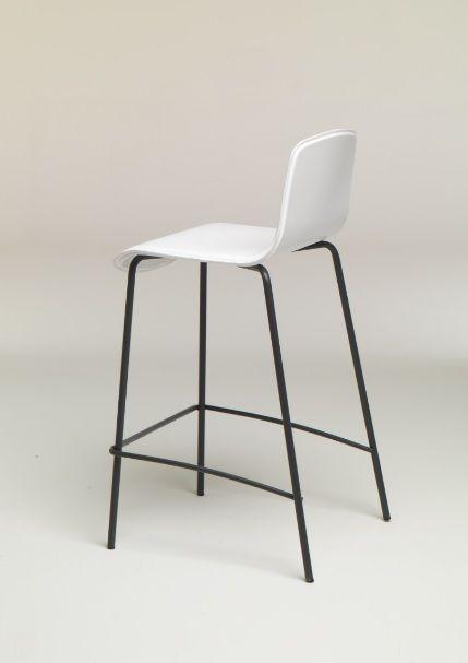 Sgabello basso Martin metallo e cuoio Friulsedie - Lo sgabello in metallo verniciato con seduta e schienale in cuoio rigenerato in diversi colori.