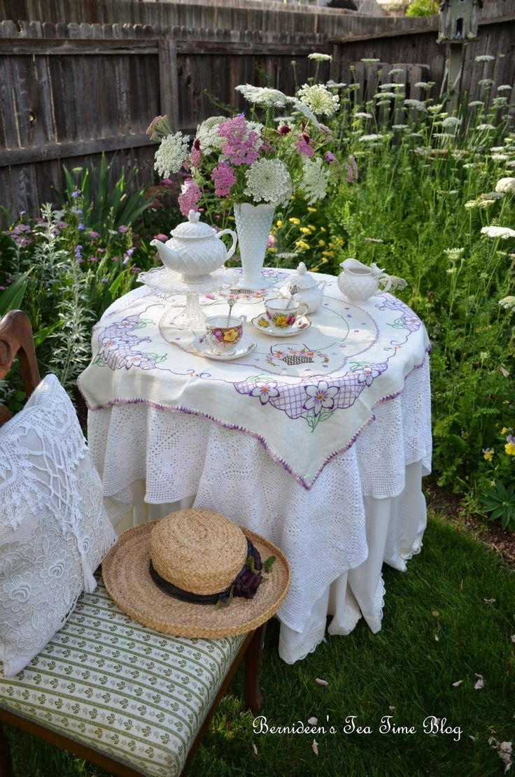 "Bernideen's Tea Time Blog: GOOD MORNING ""Tea In The Garden"""