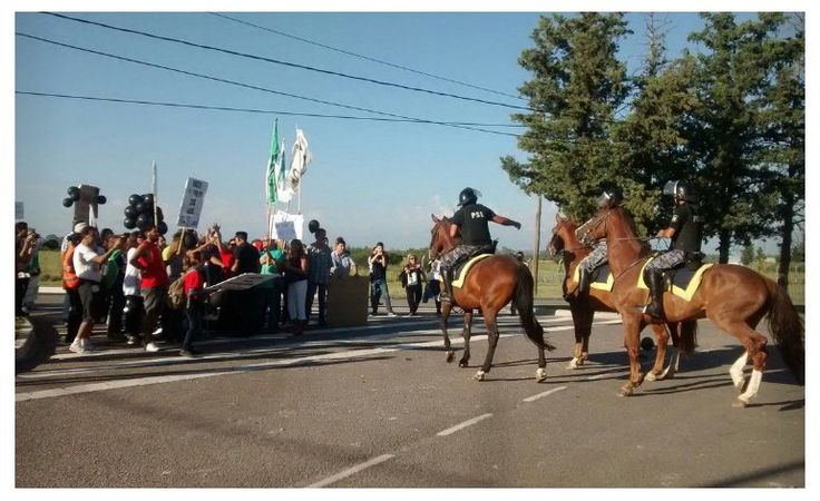 Macri tapó con policías dos movilizaciones en su contra en San Luis   Macri Presidente