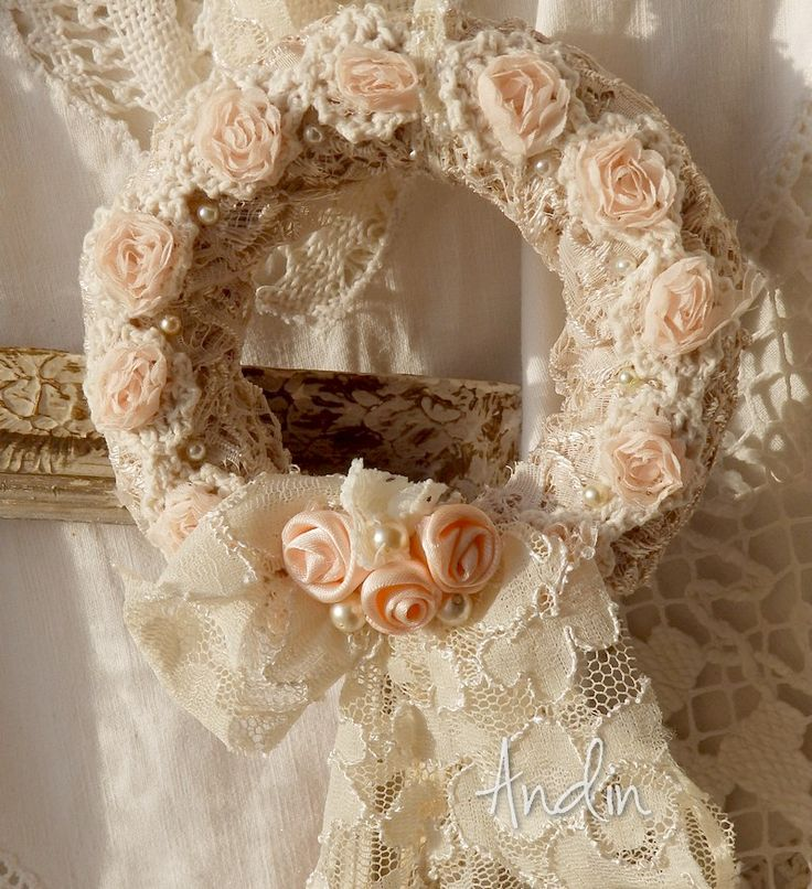 405 best images about wreaths shabby chic on pinterest for Couronne shabby chic