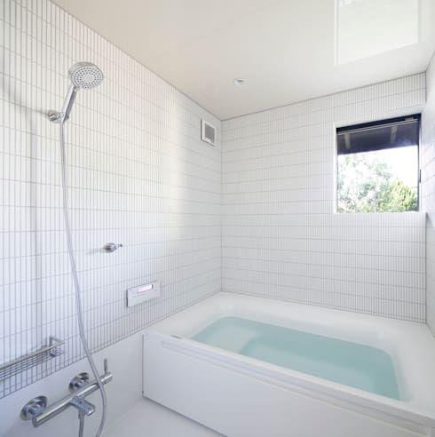 風呂: 山田伸彦建築設計事務所が手掛けた浴室です。