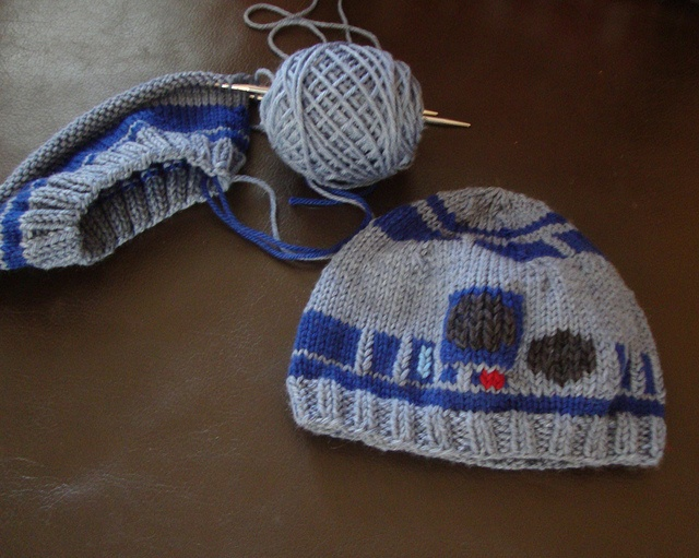 Knitting Pattern For R2d2 Hat : 64 Best images about Geeky Knitting on Pinterest Sherlock crafts, Knit hats...